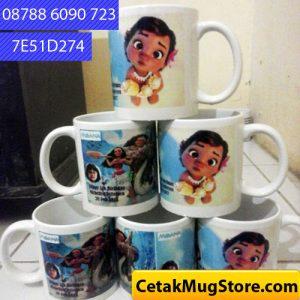 Bikin-mug-Souvenir-Ultah-Anak-Moana