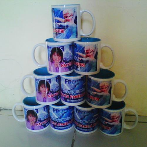 Mug Souvenir Ultah Frozen 1